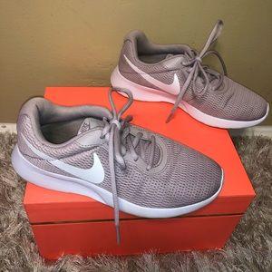 EUC lavender Nike Sneakers